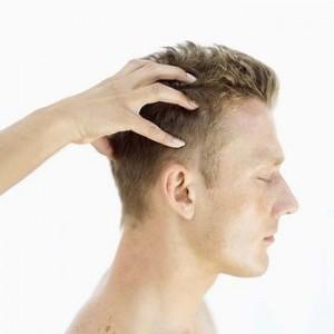 Des cheveux éclatants avec l'huile de Jojoba